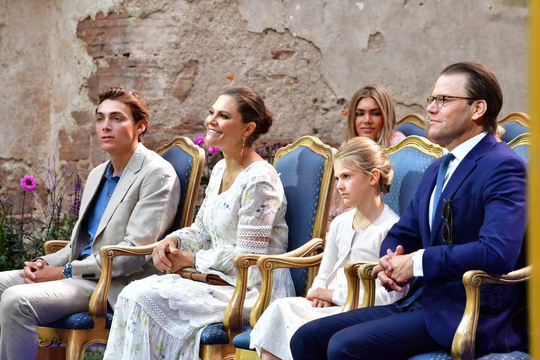 Armand Duplantis tar emot Victoriastipendiet.