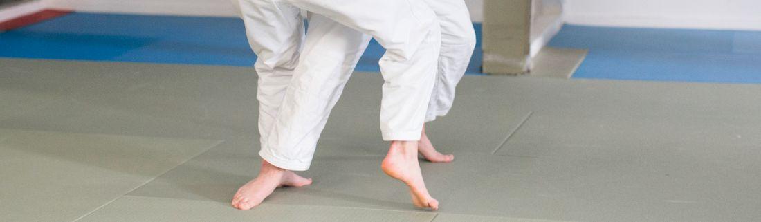 Byggarbetare tränar judo  3066a87c1dfad