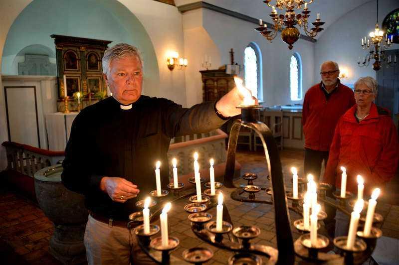Prästen Stig Alenäs höll en minnesstund i kyrkan.
