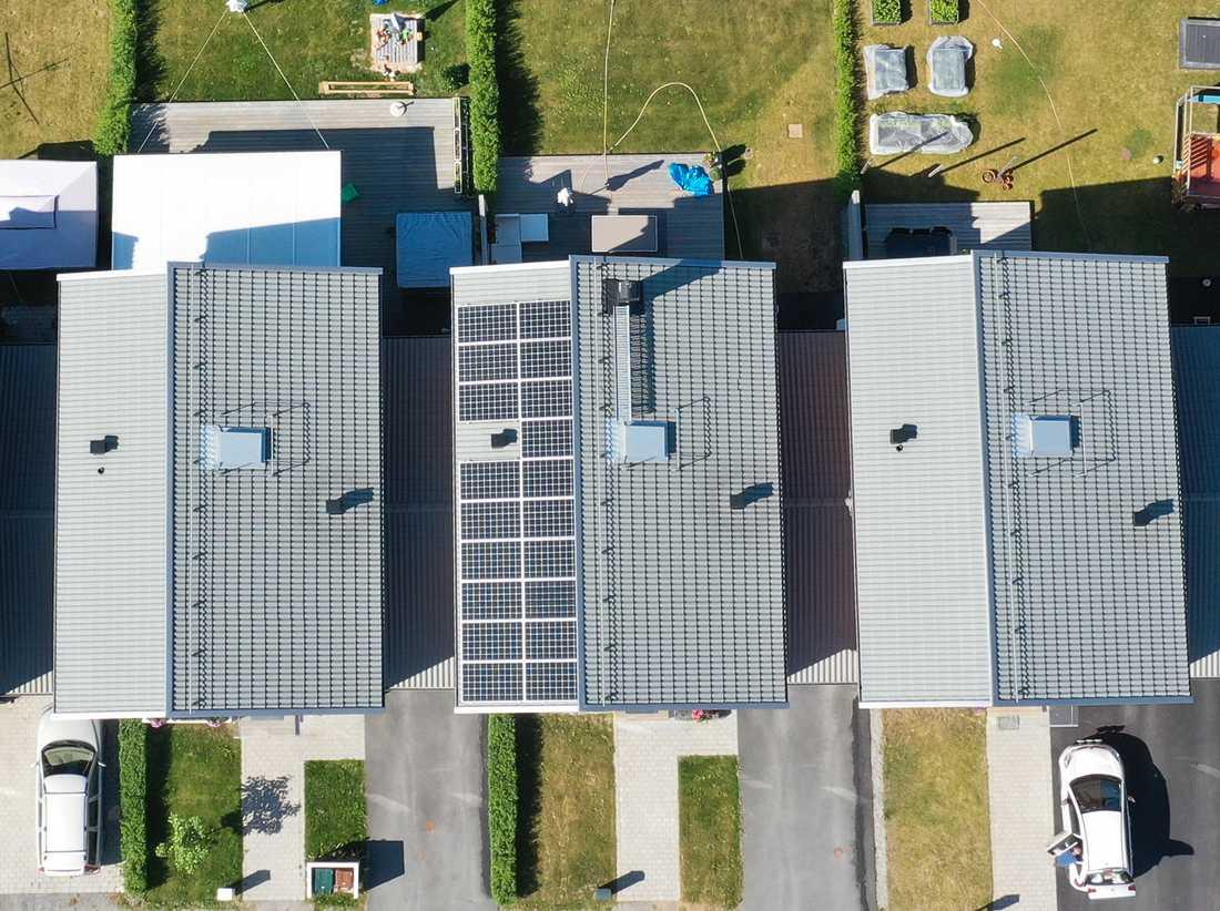 Solceller på tak. Arkivbild.