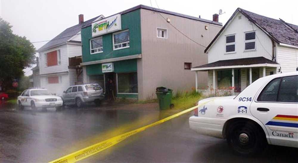 Två barn, fem och sju år, hittades döda i en lägenhet belägen ovanför djuraffären Reptile Ocean.