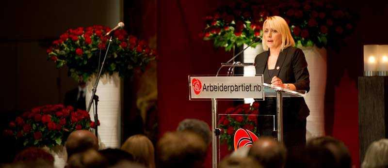SSU:s ordförande Jytte Guteland darrade på rösten när hon höll tal på minnesstunden.