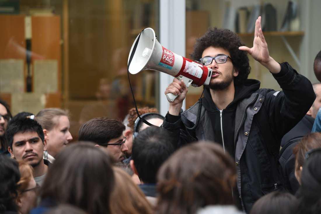 Nanterrestudenten Victor Mendez är en av de som protesterar mot reformerna.