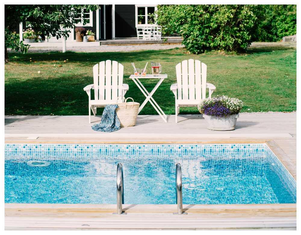 Egen pool – sätter guldkant både till vardags och fest.