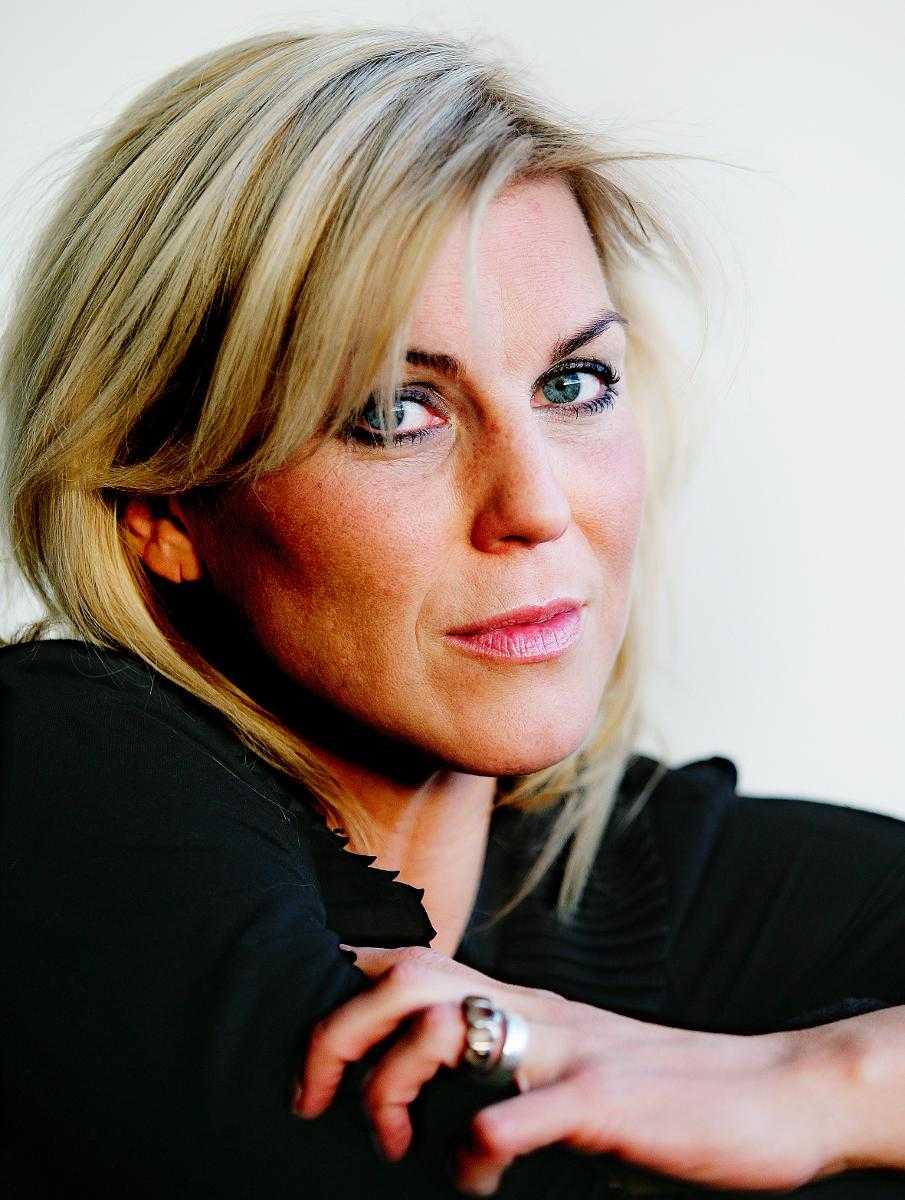 Artisten och skådespelerskan Josefin Nilsson somnade in i sitt hem. Hon blev 46 år.