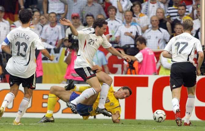 Zlatan och Sverige tog sig vidare från gruppspelet i VM 2006 men blev brutalt överkört av värdlandet Tyskland i åttondelen.