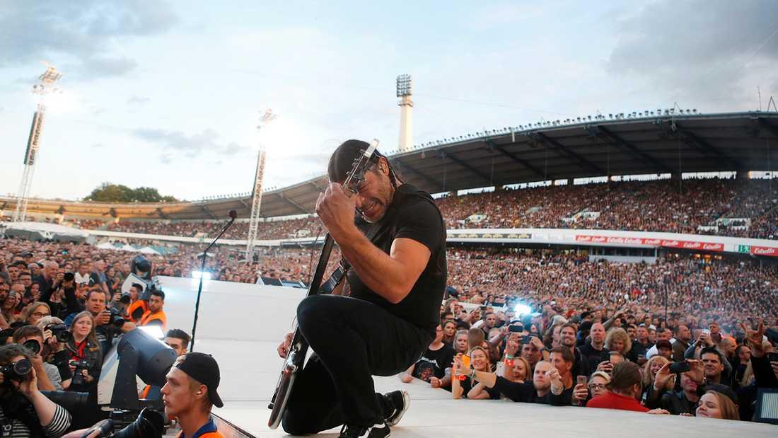 Robert Trujillo under Metallicas spelning på Ullevi.