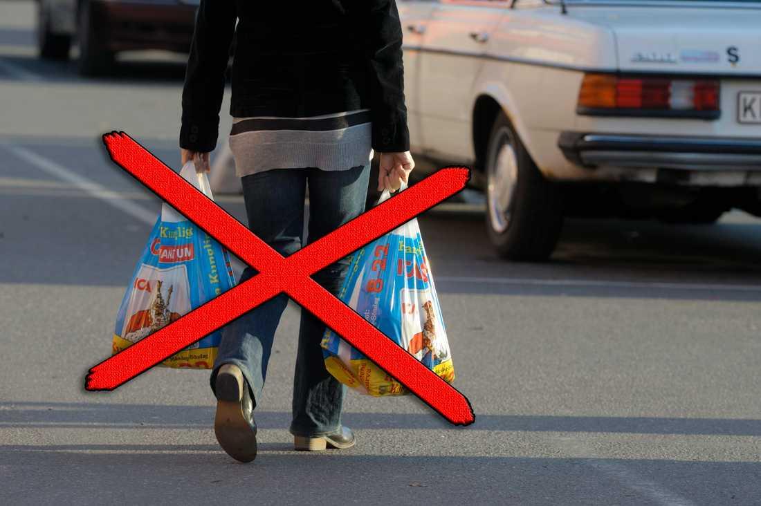 Nu blir det slut med plastpåsar i franska affärer.