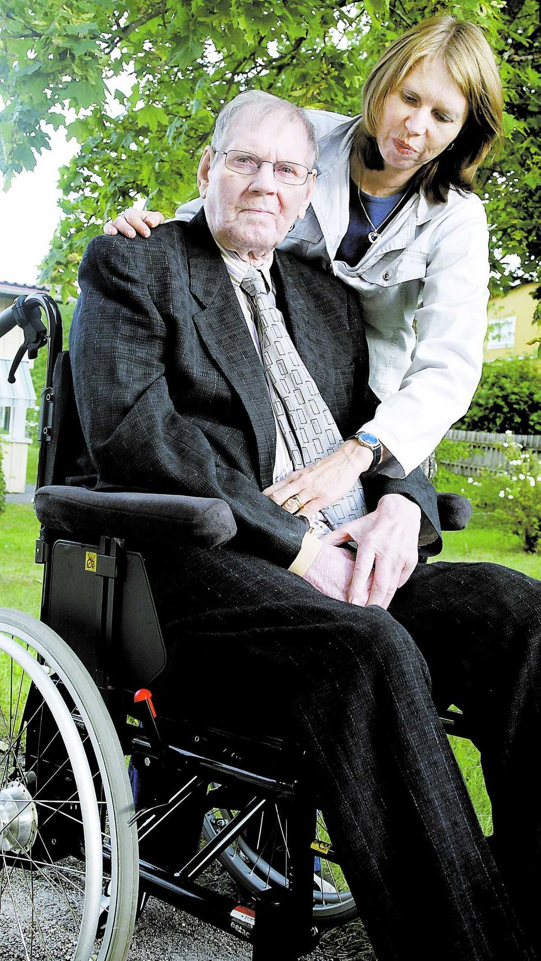 """Sorgligt Bertil Tinglöf, 78, skulle till Hammarby kyrka men kördes till Hammarby Sjöstad. """"Det är mycket sorgligt att detta händer. Min pappa har alltid varit punktlig och den här begravningen betydde mycket"""", säger dottern Kristina Tinglöf, 46."""
