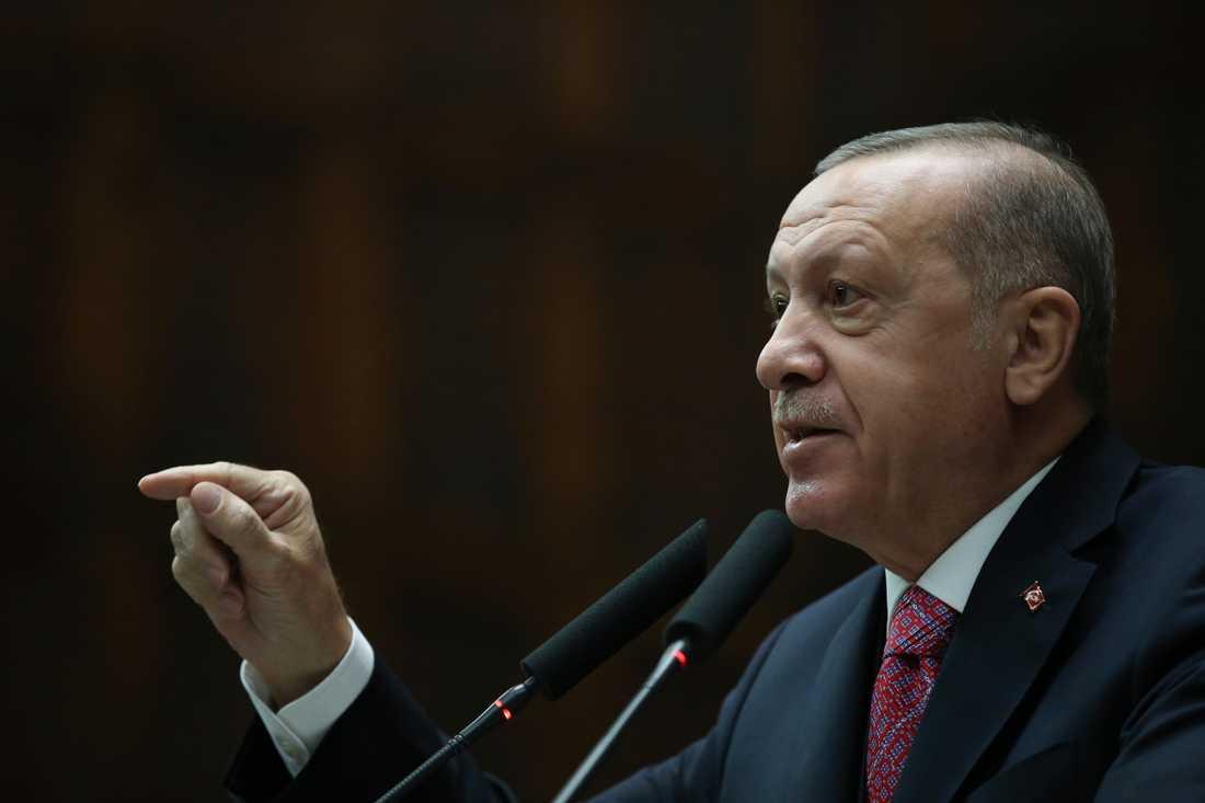 Turkiets president Recep Tayyip Erdogan hoppas att Frankrike gör sig av med president Emmanuel Macron. Arkivbild.