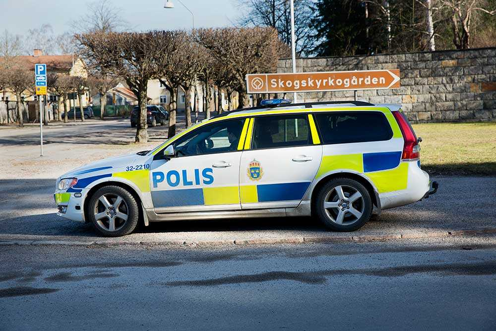 Polispatrullen lämnade den 55-årige mannen vid Skogskyrkogården. Kort därefter var han död.
