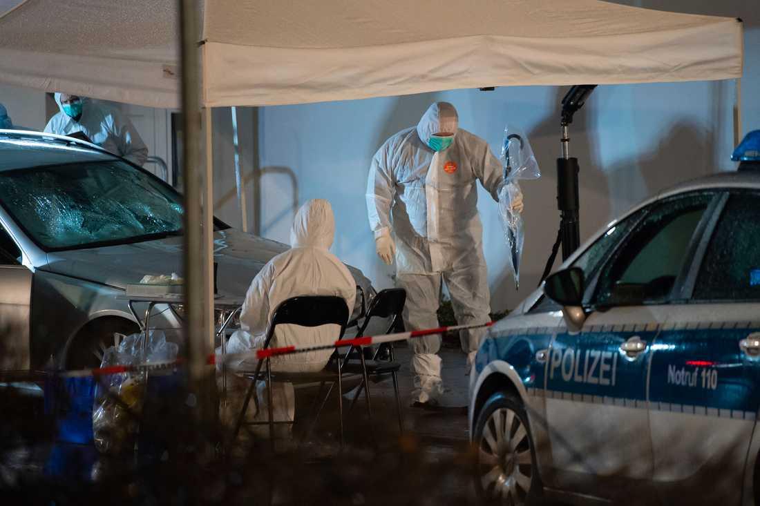 Utredare på plats efter att en bil på måndagen kört in i ett karnevalståg i den tyska småstaden Volkmarsen.