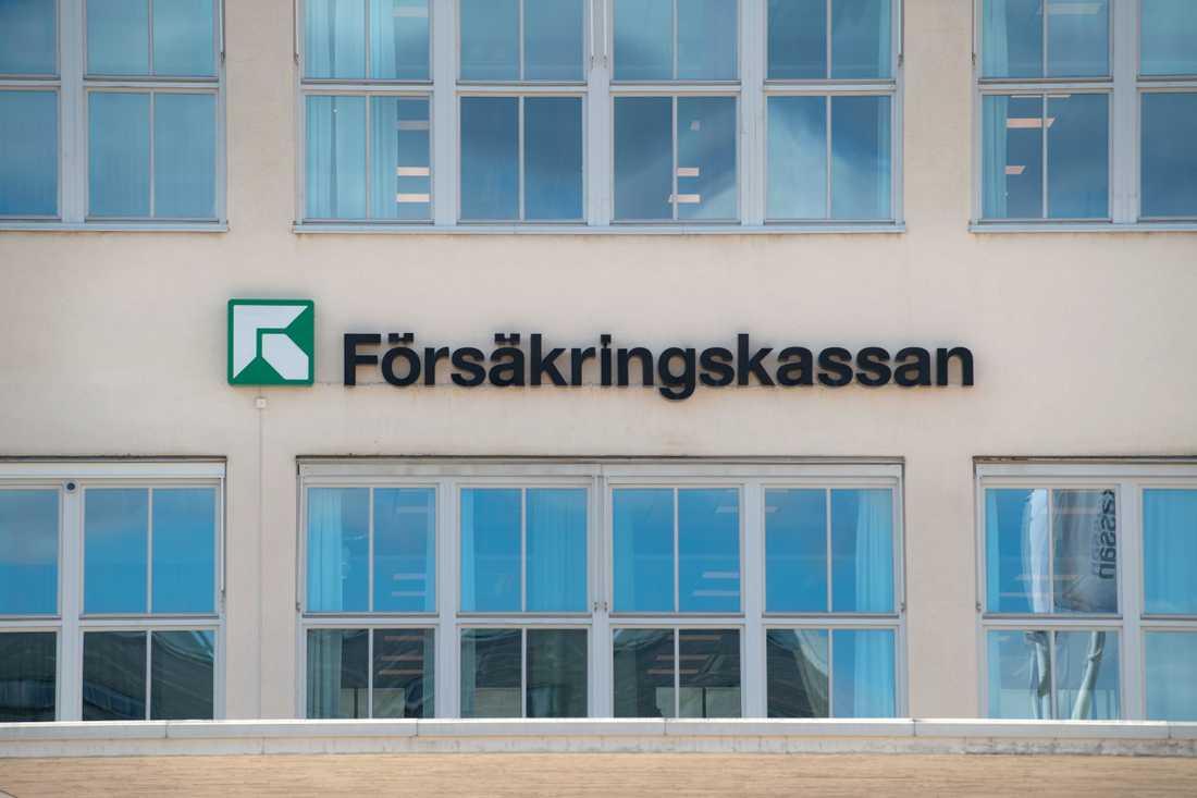 Försäkringskassan begär tillbaka nästan 15 miljoner kronor av en kvinna i Jönköpings län. Arkivbild.