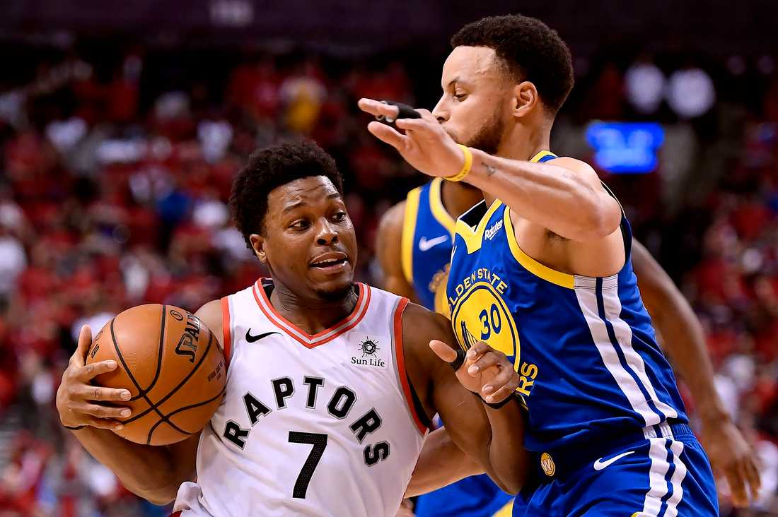Stephen Curry och Torontos Kyle Lowry