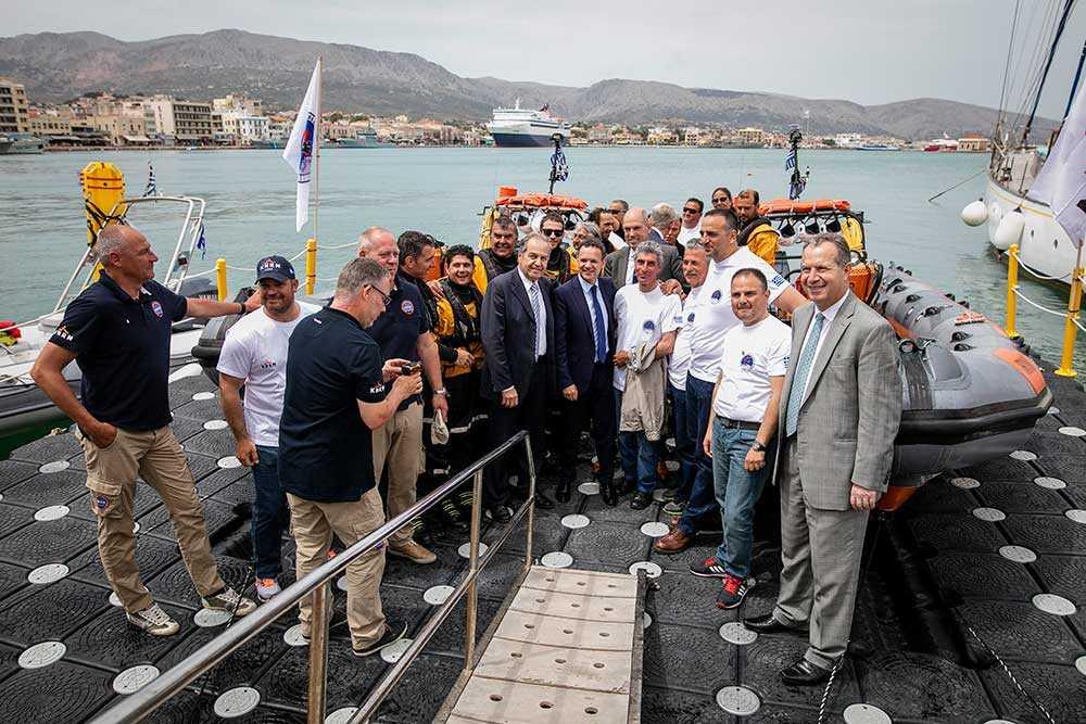 Greklands kustbevakning inviger en ny station med två båtar på ön Chios, där Gula Båtarna stått för inspirationen.