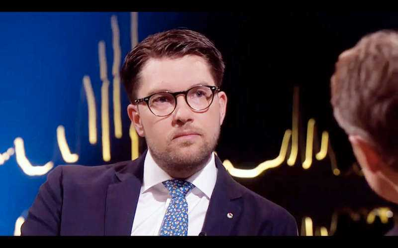 """SD-ledaren Jimmie Åkesson har varit sjukskriven i drygt ett halvår, men i fredags var han tillbaka i tv-rutan. I SVT:s """"Skavlan"""" berättade han om sin sjukdom - och den tuffa tiden före sjukskrivningen."""