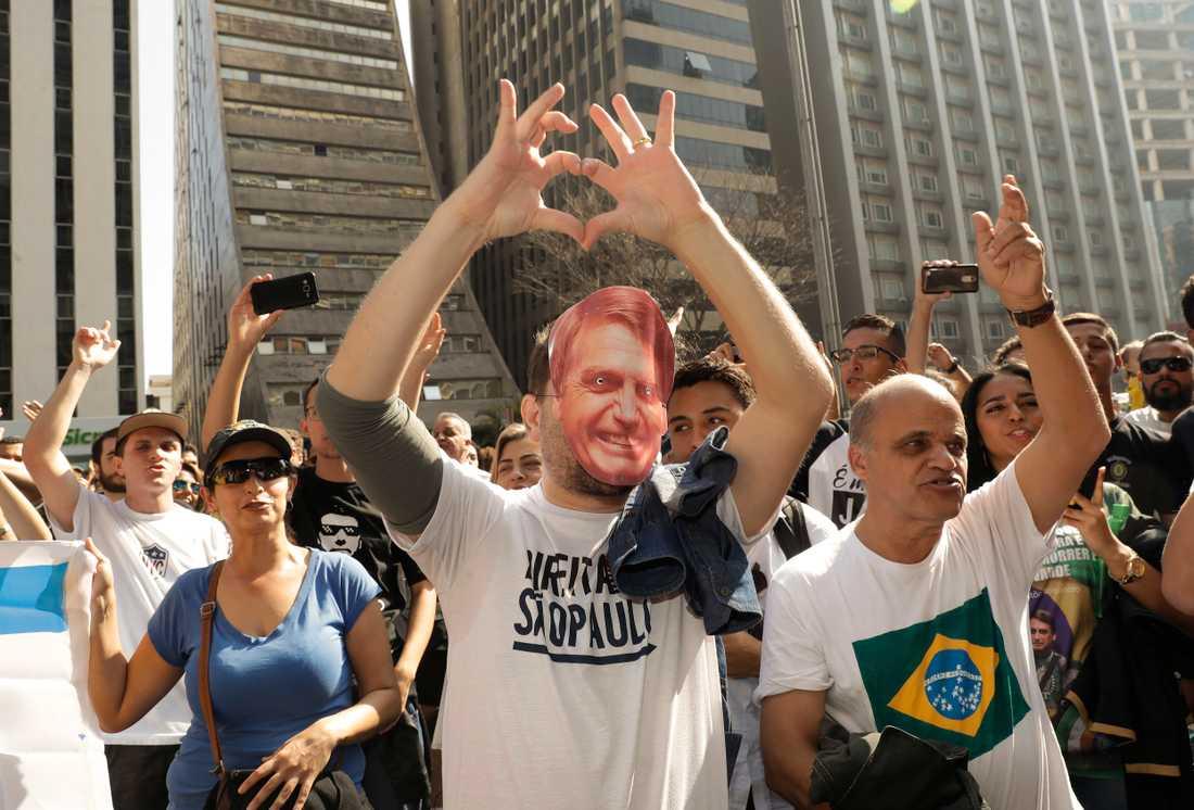 Jair Bolsonaros anhängare visar sitt stöd i en marsch på Avenida Paulista i São Paulo häromdagen.