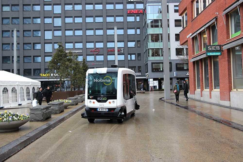 Här kör Nobinas självkörande minibuss under tidigare test i Kista.