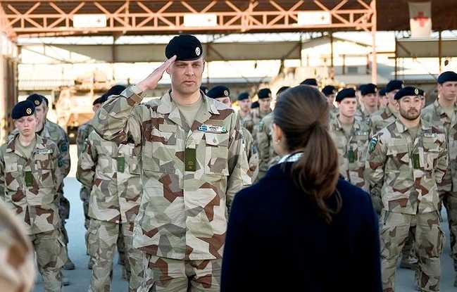 Kungligt besök Victoria träffar de svenska soldaterna i Afghanistan.