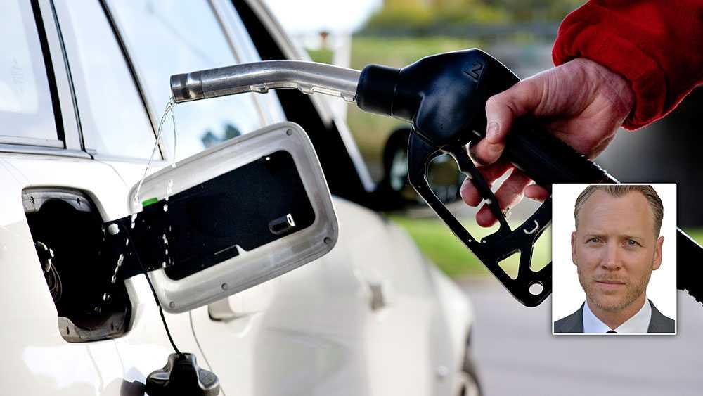 Om JÖK:en håller vad den lovar är risken att vi kommer att få se betydligt högre skatter på drivmedel än hittills och vänja oss vid ett bensinpris på över 20 kronor litern, skriver Christian Ekström, vd Skattebetalarna.