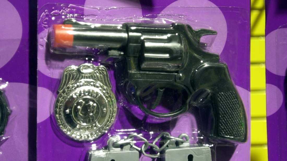 Leksaksbranschen uppmanar butiker att plocka bort realistiska leksaksvapen från hyllorna. Arkivbild.