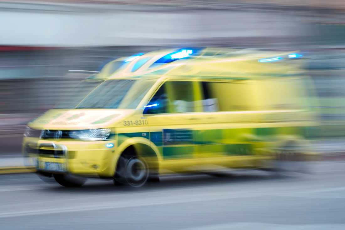 Två personer har förts till sjukhus efter en elolycka på ett ställverk i Eslöv. Arkivbild.