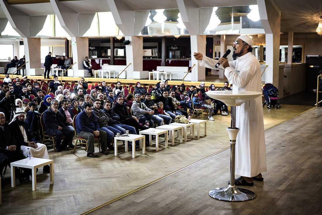 Salman al-Ouda var Usama bin Ladins mentor under många år men har nu tagit avstånd från våld. Under lördagen framträdde han på Amiralen i Malmö vilket har väckt omfattande kritik.
