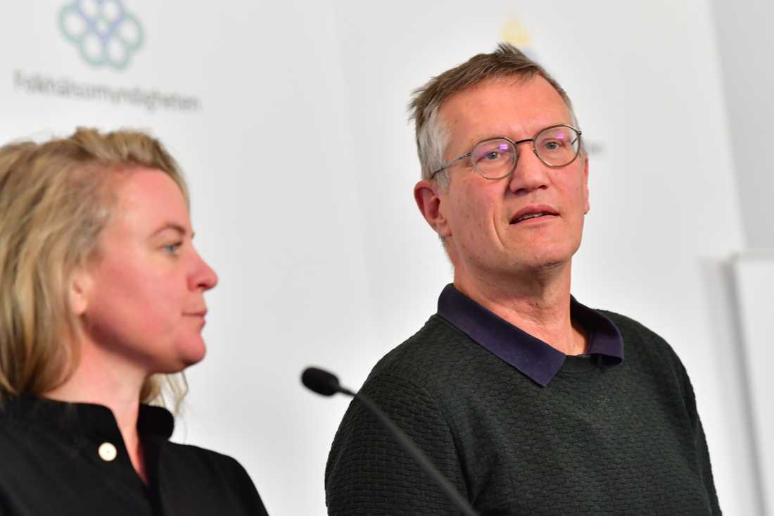 Johanna Sandwall från Socialstyrelsen och statsepidemiolog Anders Tegnell från Folkhälsomyndigheten.