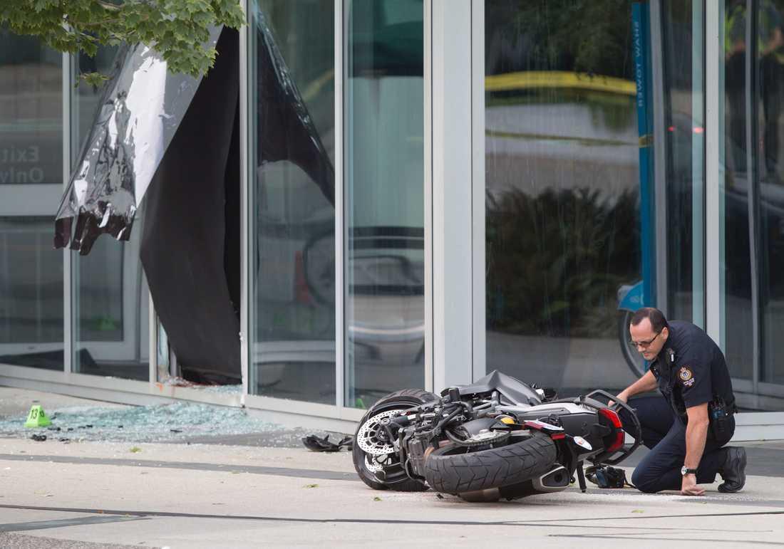 """Polis undersöker platsen där en kvinnlig stuntman dog under filminspelning av """"Deadpool 2""""."""