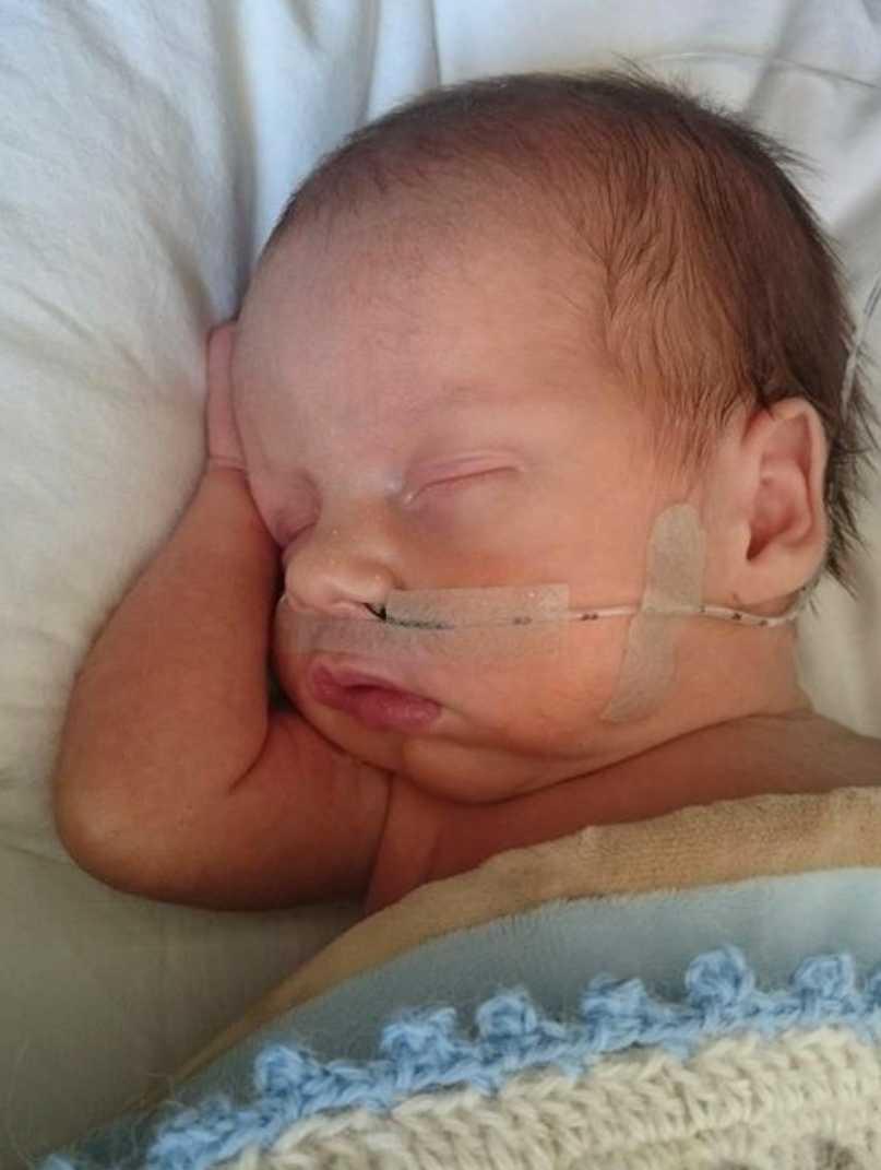 Första tiden för nyfödde Elliott började dramatiskt.