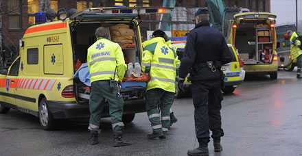 Besköts i centrala Stockholm En person träffades i vaden, och en i låret.