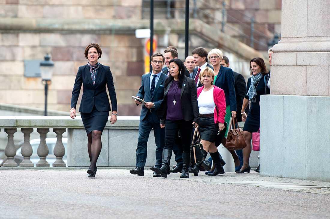 """""""Det hederliga vore att Moderaterna, precis som i voteringen om att välja Stefan Löfven till statsminister, lade ner sina röster om budgeten"""" skriver Anders Lindberg."""