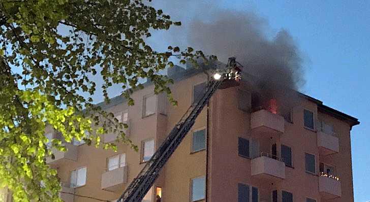 Totalt elva enheter jobbade med branden.