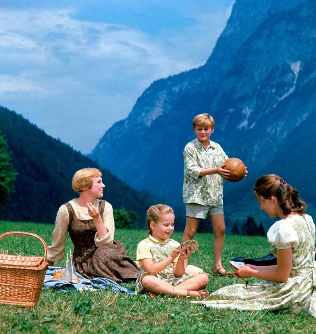 """I den klassiska filmversionen av """"The sound of music"""" spelade Julie Andrews (till vänster) rollen som Maria von Trapp. Filmen vann en Oscar 1965."""