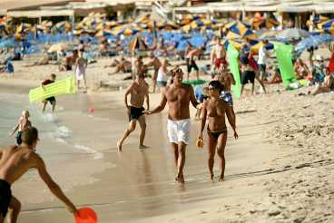 Playa de Amadores - konstgjord strand.