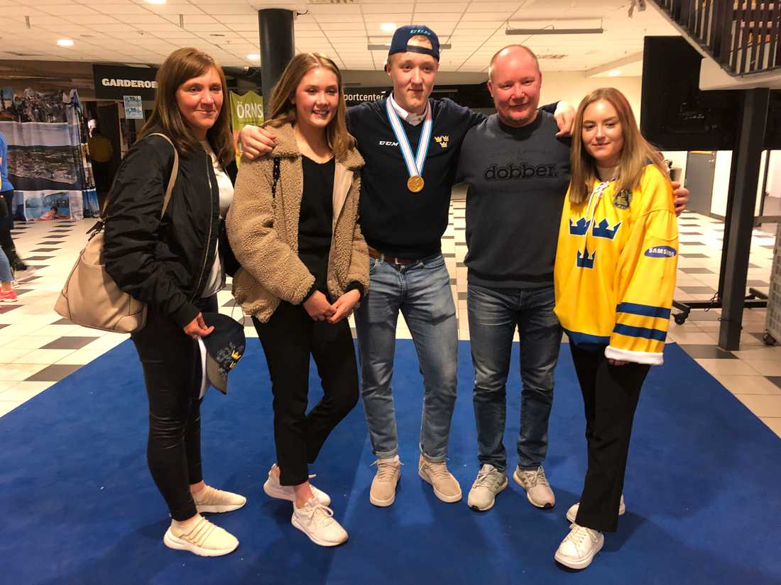 Simon Holmströms familj och flickvän