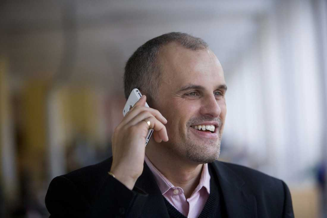 Ringde till vinnaren Svenska Spels vinnarambassadör Pierre Jonsson gav miljonbeskedet till mannen från Göteborg.