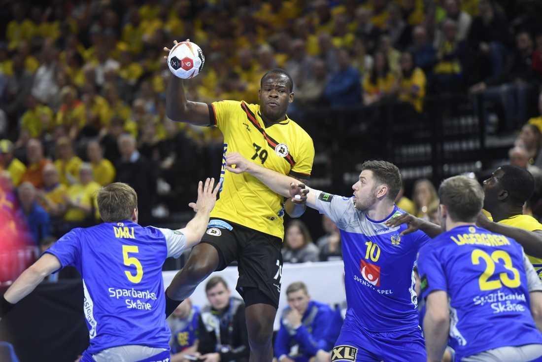 Sverige mötte Angola i förra handbolls-VM. Nu har turneringen utökats från 24 till 32 lag. Arkivbild.