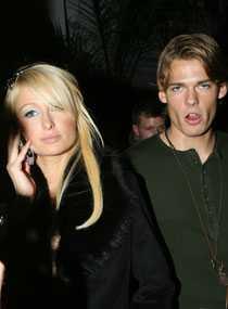 Paris har redan glömt påstådde svenske pojkvännen Alex Väggö.