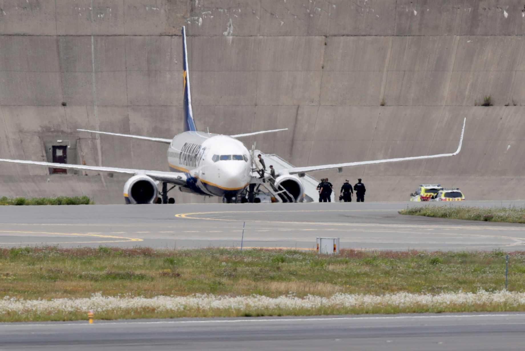 Polis fortsätter sökande efter Ryanairhot