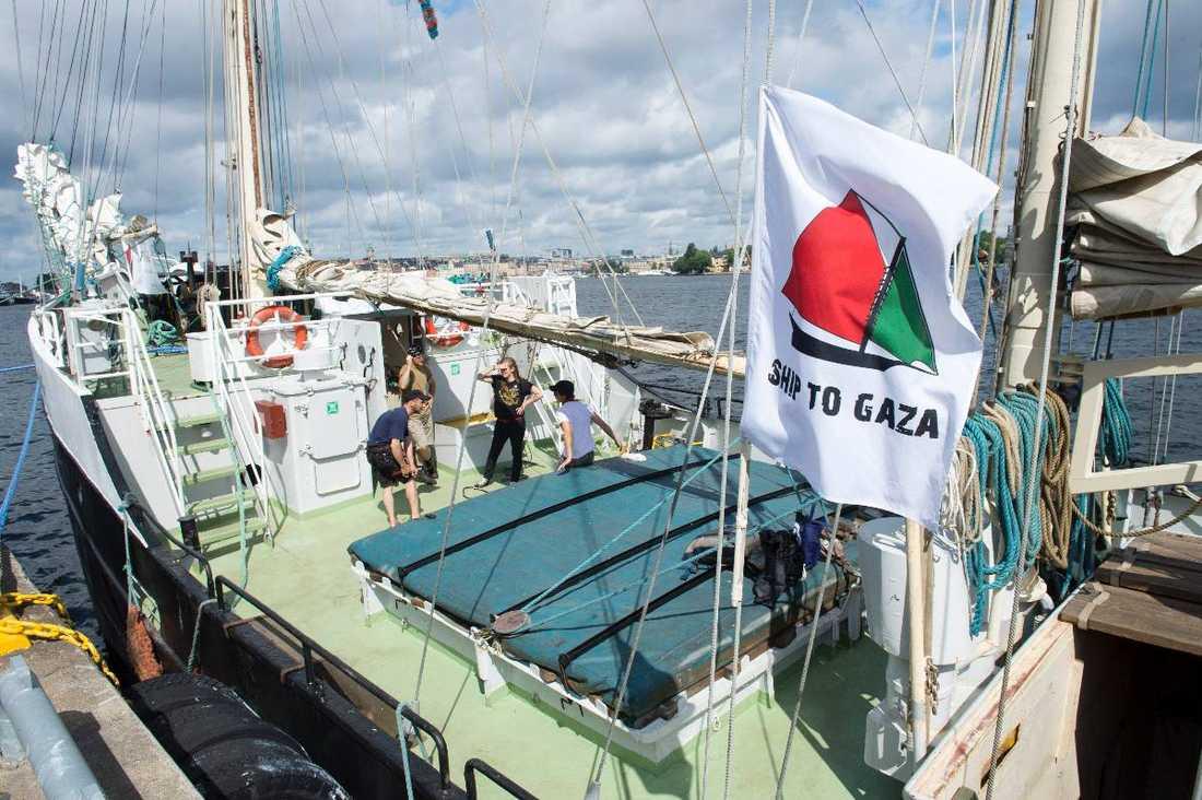 SOLIDARITET I PRAKTIKEN Israels blockad kränker grundläggande mänskliga rättigheter och förvägrar 1,7 miljoner palestinier rätten till ett människovärdigt liv. Därför reser vi med Ship to Gazas båt Estelle för att uttrycka vårt stöd för försöken att bryta blockaden, skriver debattörerna.