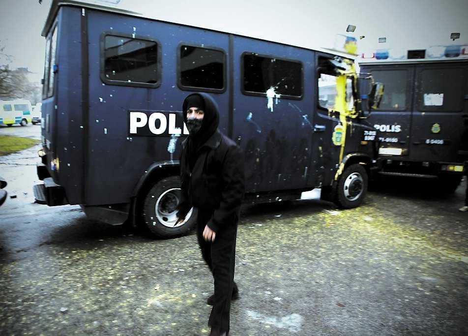 AFA-aktion Under protesterna mot tennisens Davis cup-match mellan Sverige och Israel i Malmö tidigare i år svarade maskerade vänstergrupper för bland annat bråk på gatorna och att flera polisbilar förstördes.