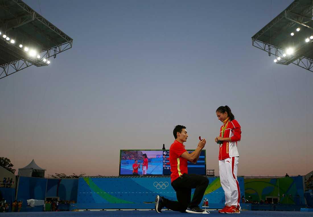 Medaljutdelningen var precis klar när Qin Kai klev fram.