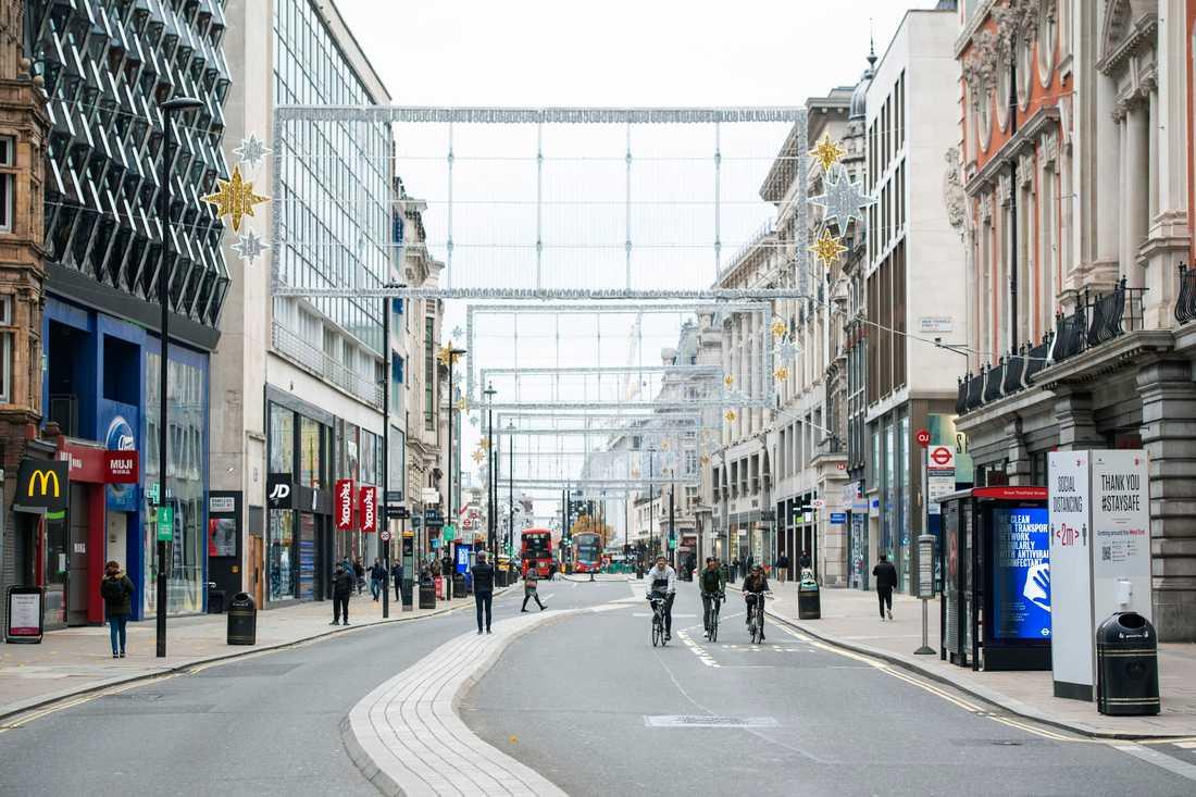 Glest på annars stimmiga Oxford Street i London på lördagen.