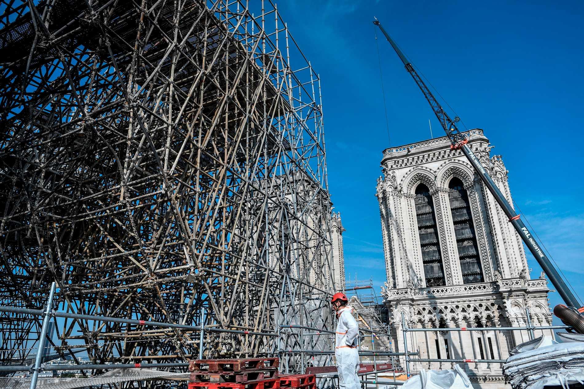 Byggnadsställningar på Notre-Dames tak.