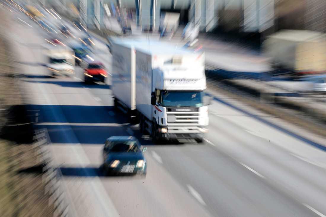 Enligt polisen höll lastbilen en hastighet kring 50 kilometer i timmen. Arkivbild.