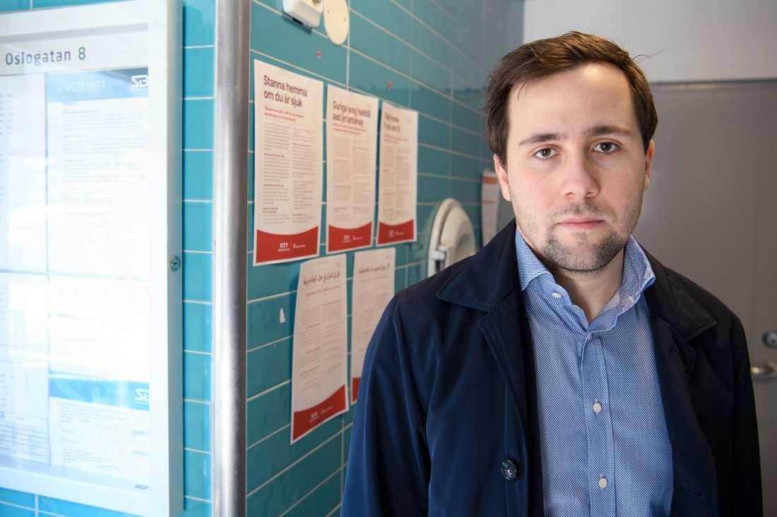Benjamin Dousa ska bli ny VD för Timbro och lämna ordförandeskapet i MUF och ansvaret som stadsdelsnämndsordförande i Rinkeby-Kista i Stockholm.