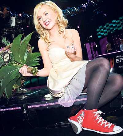 favoritmärke Anna Bergendahl skriver på sin blogg att hon fått fyra par skor gratis av tillverkaren.
