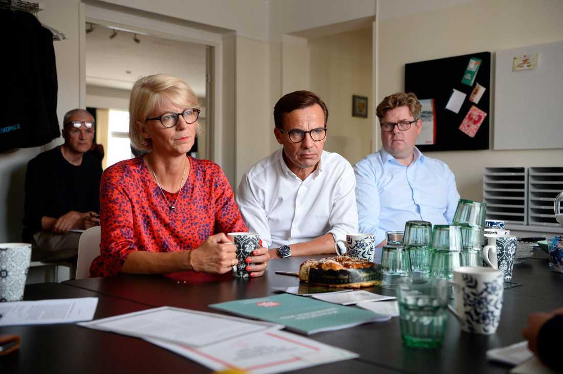 Elisabeth Svantesson, Ulf Kristersson och Gunnar Strömmer på bussturné.
