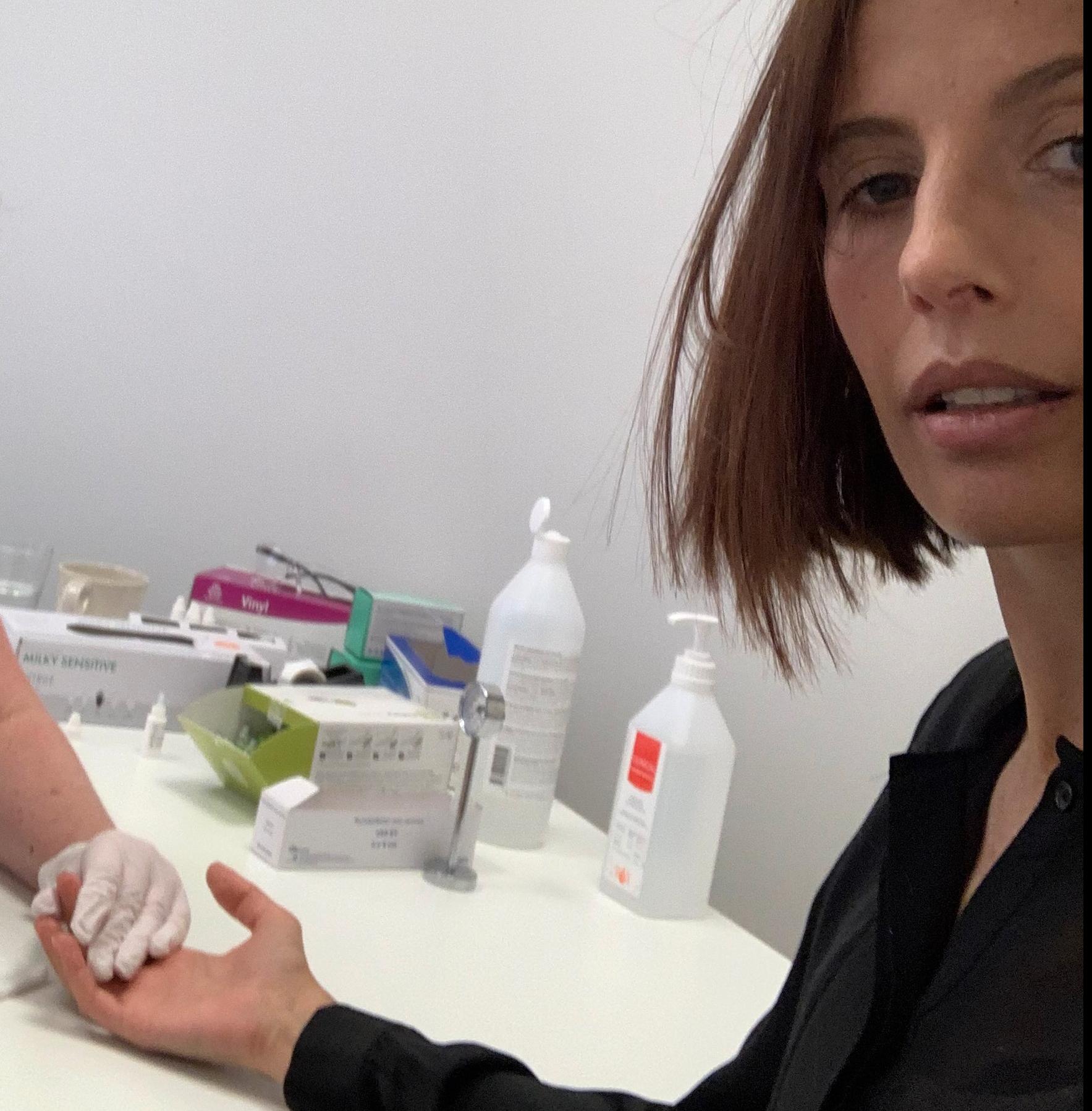 Aftonbladets Natalia Kazmierska testade sig för covid-19 på en privatklinik i Stockholm. Kostnaden: 950 kronor.